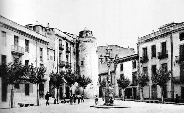 Palafrugell. Plaça Nova (1908), amb la torre de can Moragas (AMP)