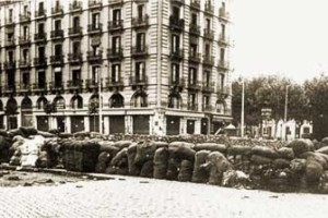 Barcelona, Barricada al Paral·lel